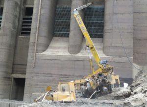Vyproštění havarovaného autojeřábu ze dna přečerpávací vodní elektrárny Dlouhé Stráně